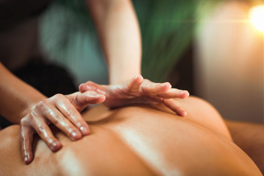 Rücken-Aroma-Öl-Massage